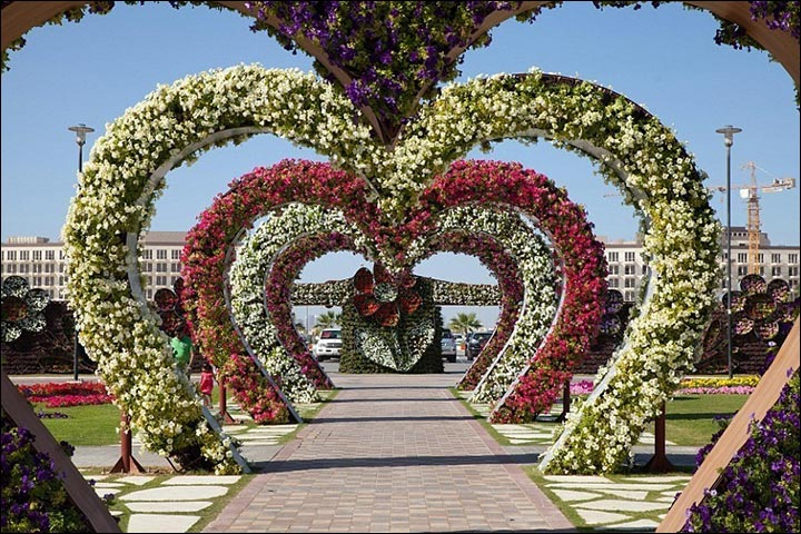 Wedding house decoration done right 15 ideas from quaint to cutesy heart shaped arch wedding house decoration junglespirit Images